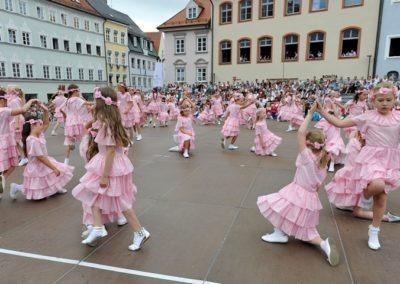 Einmarsch der Gruppen und Tänze: Tanz der Rosenmädchen