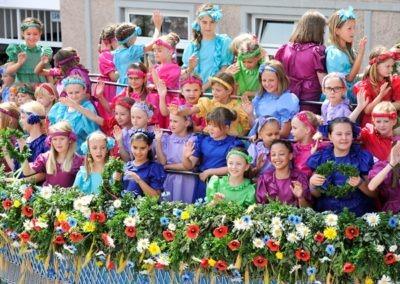 Großer historischer Festzug durch die Altstadt: Blumenwagen