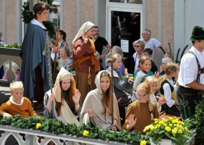 Großer historischer Festzug durch die Altstadt: Spitalstiftungswagen