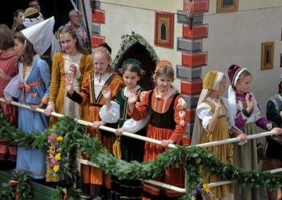 Großer historischer Festzug durch die Altstadt: Bayertorwagen