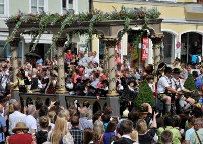 Großer historischer Festzug durch die Altstadt: Landsberger Bund Wagen