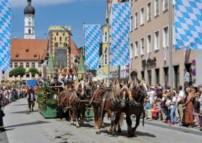 Historischer Festzug am Sonntag: Bayertorwagen
