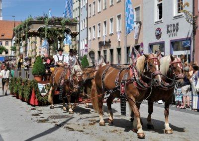 Historischer Festzug am Sonntag: Landsberger Bund Wagen