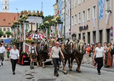 Historischer Festzug am Sonntag: Stadtwagen