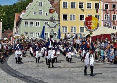 Festumzug am Hauptplatz: Tänzelfestknabenkapelle Kaufbeuren